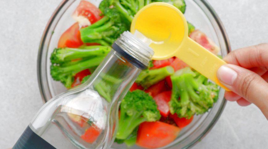 夕食のサラダにMCTオイルをかけるレシピがおすすめです